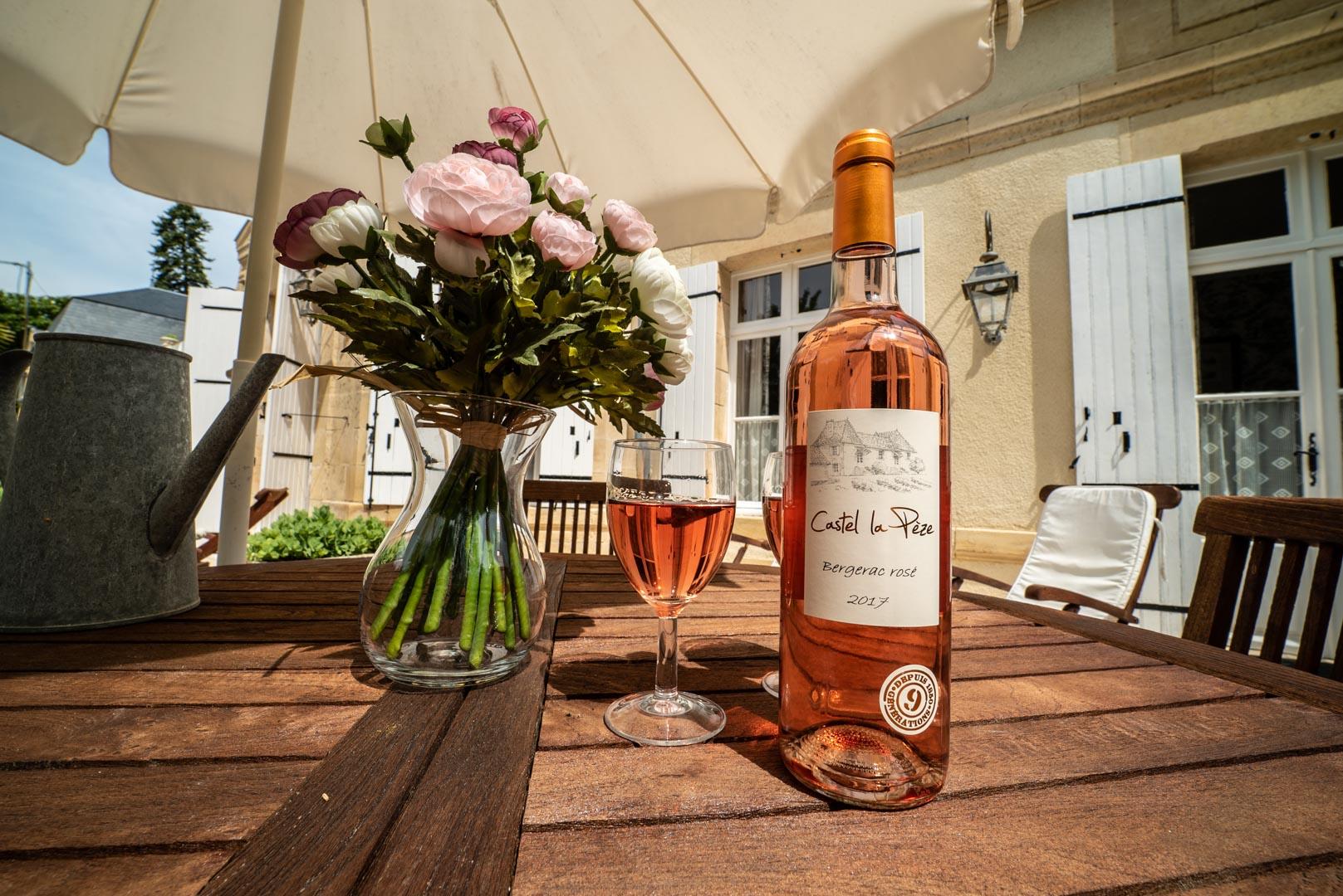 Bouteille vin rosé castel lapeze Chateau Rauly location bergerac Monbazillac