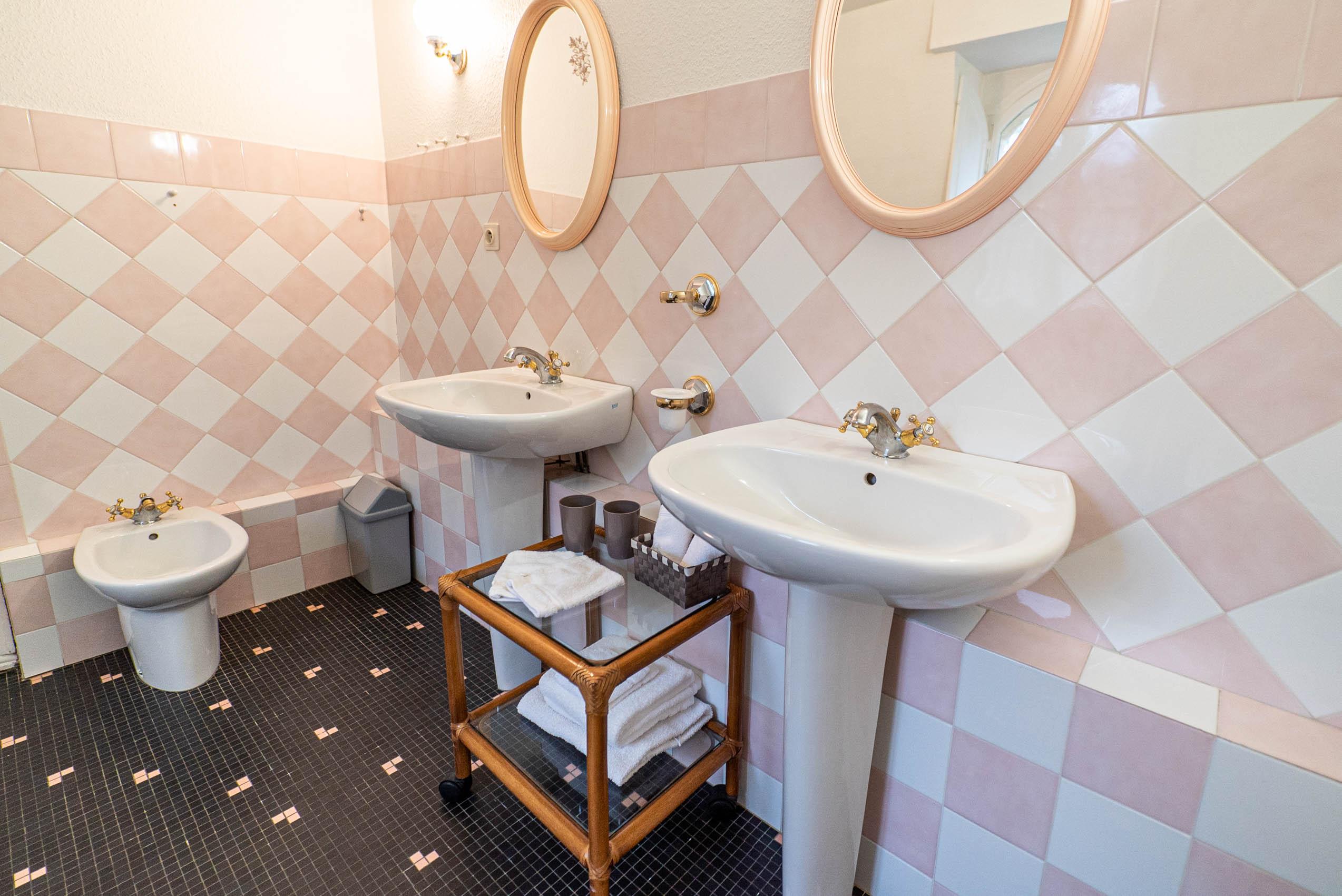salle de bain suite marquise chateau Rauly location bergerac Monbazillac